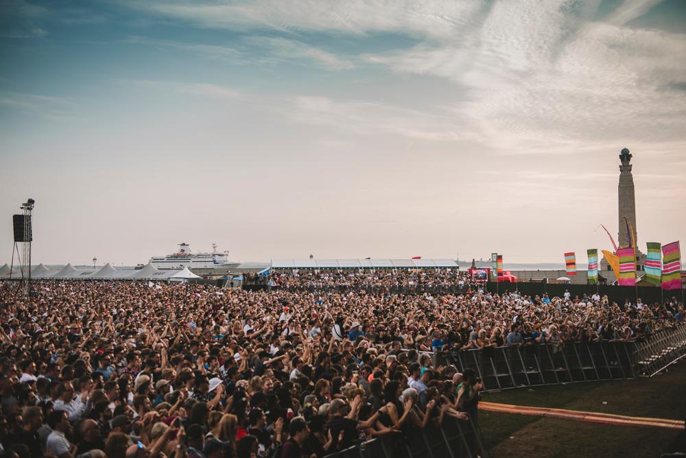 crowd_Sat